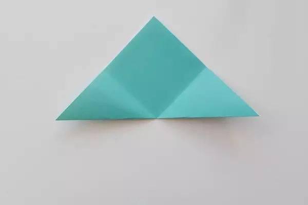 们带来一朵百合花的折法图解,一起来动手试试吧~~~ 准备材料:彩色折纸