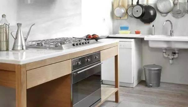 15,家里一定要装一个入户水阀,一般都是装在厨房,这样如果有事一段图片