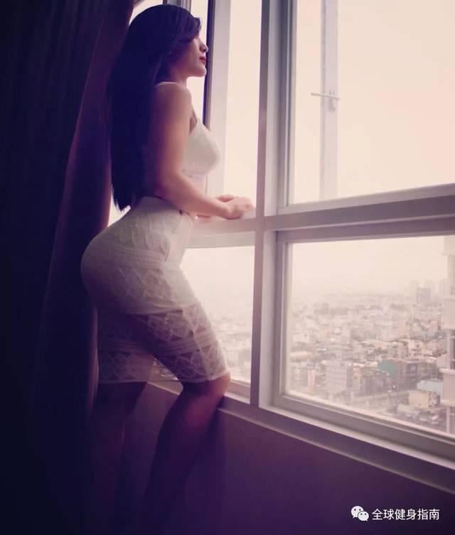 偷偷撸五月色_蜂腰翘臀的越南健身女神,怀胎7月还在健身房撸铁?