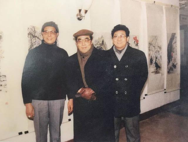 林洪(左)与程十发老师(中),韩天衡先生(右)合影.图片