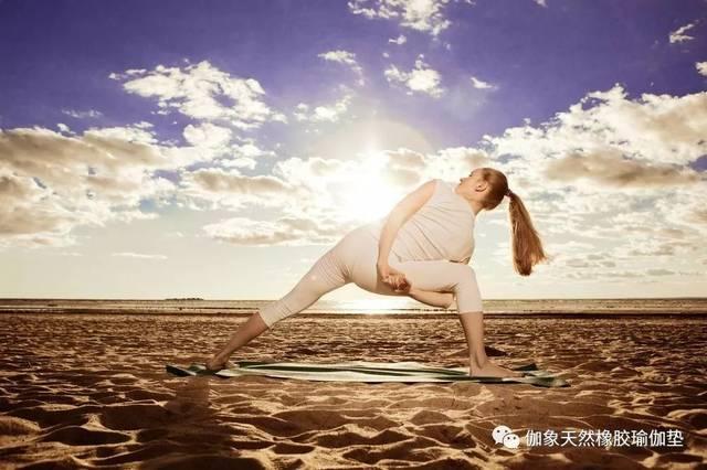 瑜伽練習,真正的力量來自于放松和安靜圖片
