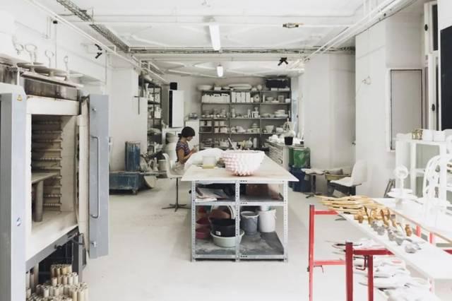 工作坊,原料来自德国瓷器之都迈森,从练泥,塑形,上釉到烧窑,全手工图片