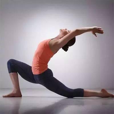 髋和肩膀很不灵活,哪些瑜伽体式可以有效改善?图片