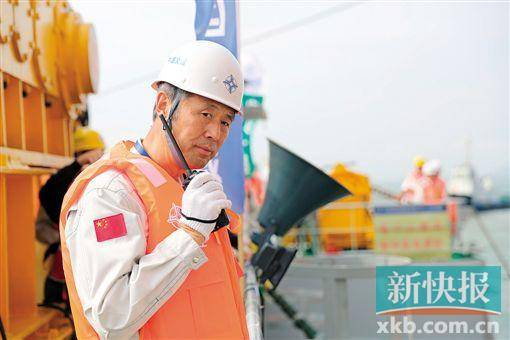 港珠澳大桥岛隧工程总工程师林鸣在项目施工现场.通讯员供图图片