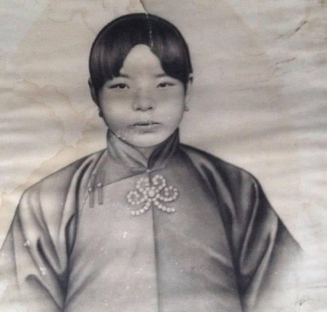 蒋介石婚后第三天,忙向陈洁如介绍他的原配夫人毛福梅