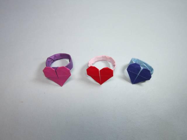 简单的手工折纸爱心戒指,用四分之一张纸就能折出漂亮的心形戒指,diy