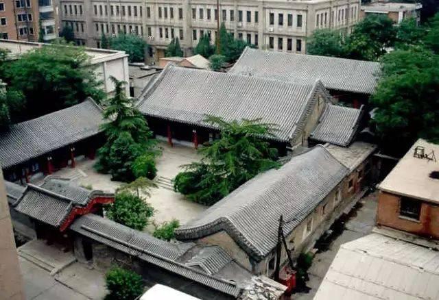 对称分布,如意吉祥 中国北方建筑以京派建筑最为典型,而京派建筑里最图片