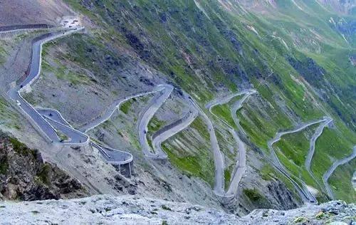 这条比川藏线还要诱惑的独库公路满足了自驾人的所有想象,美得一塌