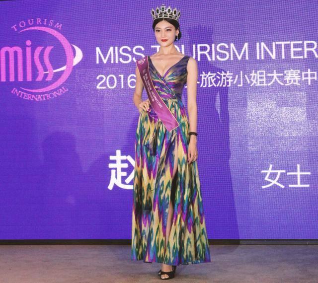 地毯,赵欣决定到国际化的重要性,也是她认识来戛纳走红表妹的重要由此韩国电影BT图片