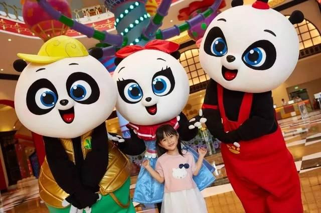 熊猫三胞胎卡通人物拍照区,ar互动拍照大屏都是一个让小朋友可能欲罢图片