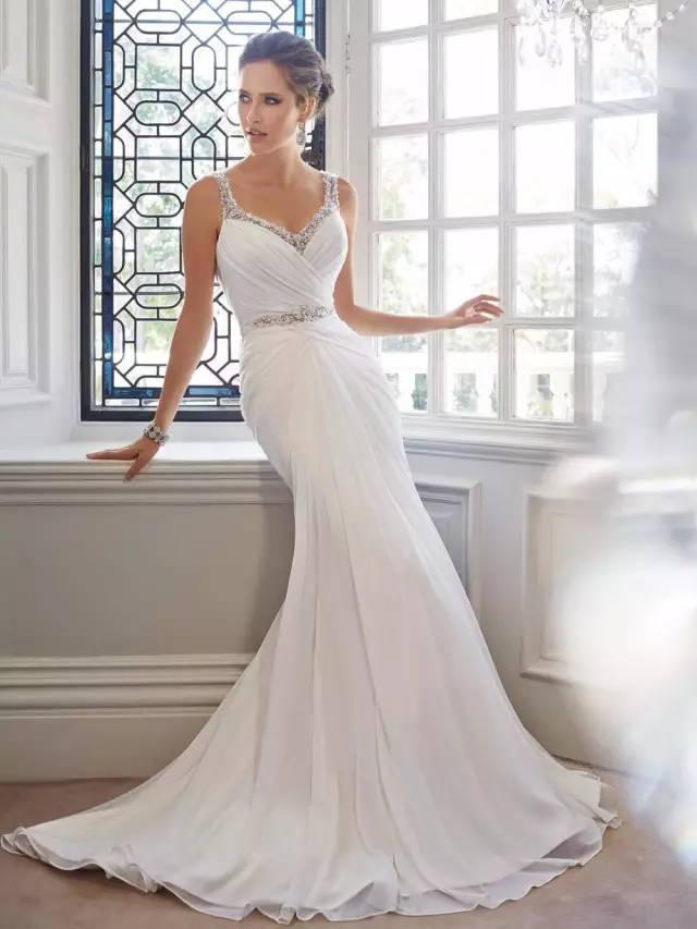 金牛座:轻奢风格婚纱