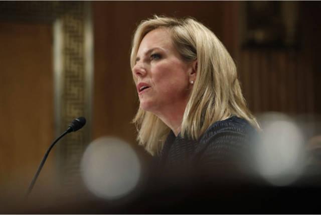 国土安全部部长克尔斯特恩·尼尔森15日在华盛顿国会上批评了特朗普图片