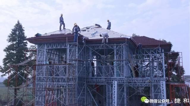 农村29万建轻钢别墅,3d喷筑实心墙体大锤都砸不动,将成未来建房主流?