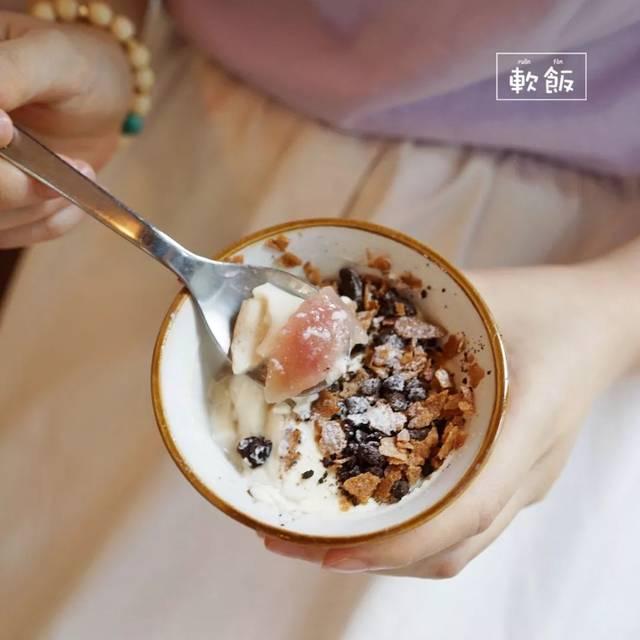 这个茉莉意式奶冻的造型最不起眼,但是内涵最为丰富,越吃到底下就越图片
