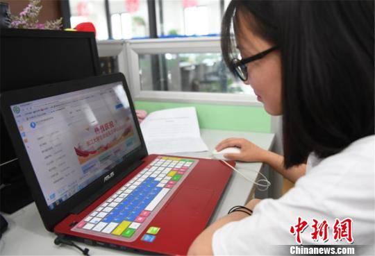 大学生买啥笔记本好_浙江启动大学生就业实习平台 日提供20多万实习岗位