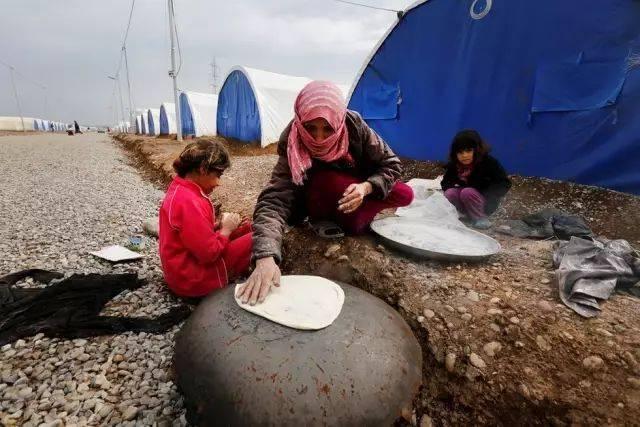 直击伊拉克难民营内的婚礼,16岁少女就嫁了!