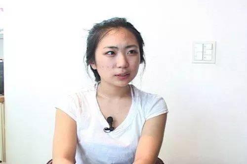 她是与宋慧乔同台的童星,整容,拍成人电影都不红,如今