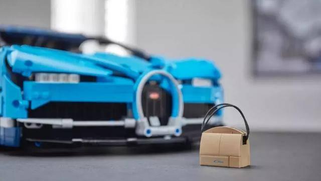 去年2000元买了辆保时捷911今年2300元再买一辆布加迪Chiron_广西