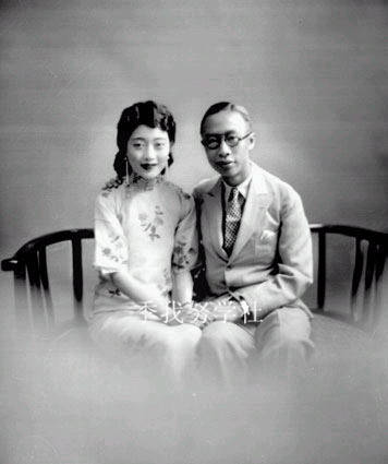 20年代照片_5.溥仪和婉容的结婚照之一,20年代在天津.jpg