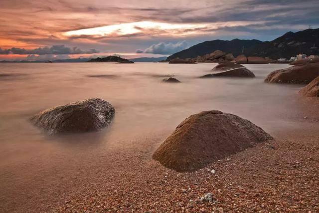 与川岛,大衾岛隔海相望,区内有两个沙滩,一个是黑沙湾沙滩,二是海角城