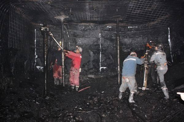 以煤矿钻机例,市面上比较受欢迎的款式型号很多,有锚杆钻机,气动防突图片