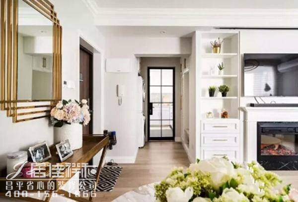 玄关对面的位置放置洗衣机,嵌入式设计保证了空间的整体性,黑框铁艺玻图片