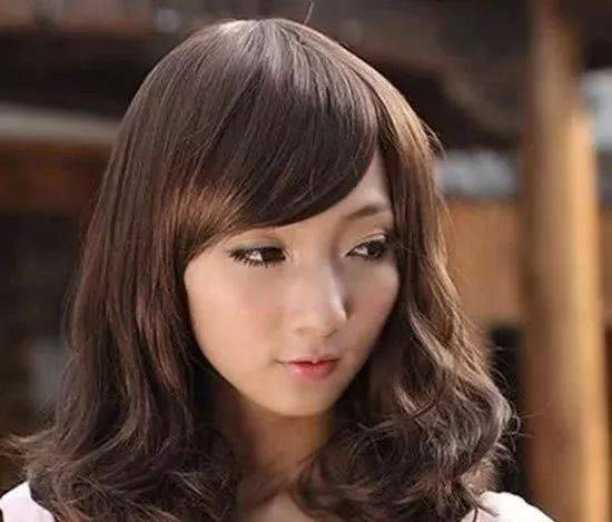 夏天染什么颜色的头发好看 百搭又流行发色让你更美