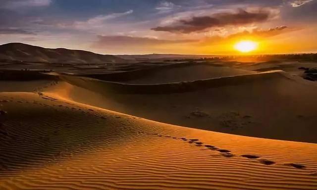 宁夏雄伟的贺兰山,广袤的腾格里沙漠,古老的丝绸之路