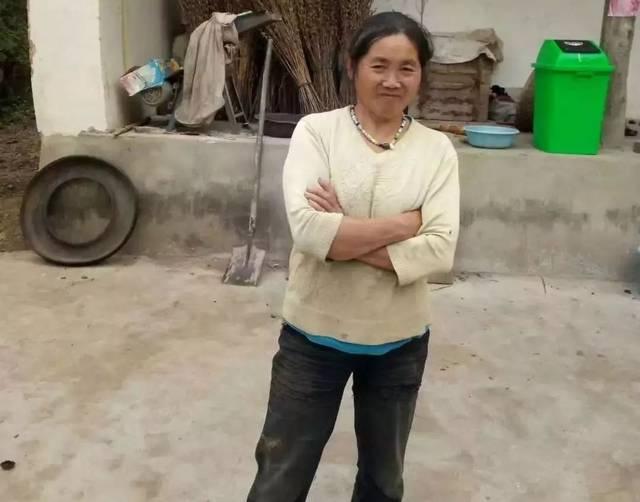 田吉莲,女,61岁,属聋哑人,家住丹凤县武关镇.