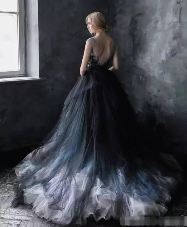 纹身新娘的黑色婚纱火了?其实戚薇早就穿过了!一般人不敢穿