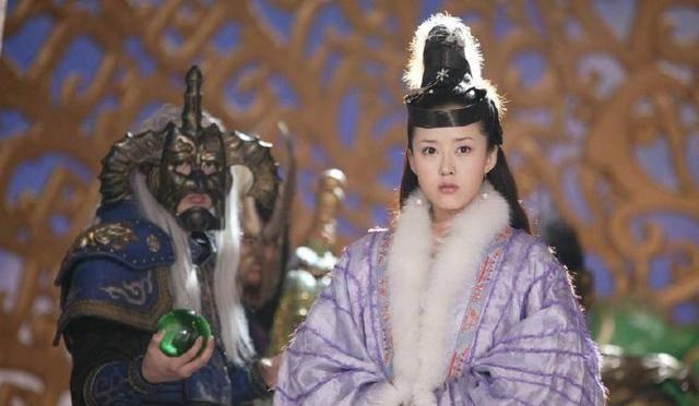 还有林诗妍的三圣母,林湘萍的丁香,颜丹晨的嫦娥,三位女演员都是颜值图片