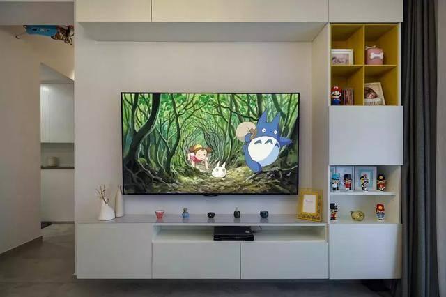 电视背景墙打造成了组合柜式的,可以储物,对于改造完的小户型来说图片