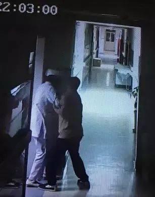 狂!两醉汉深夜调戏,殴打护士,自称在汉中都是横着走