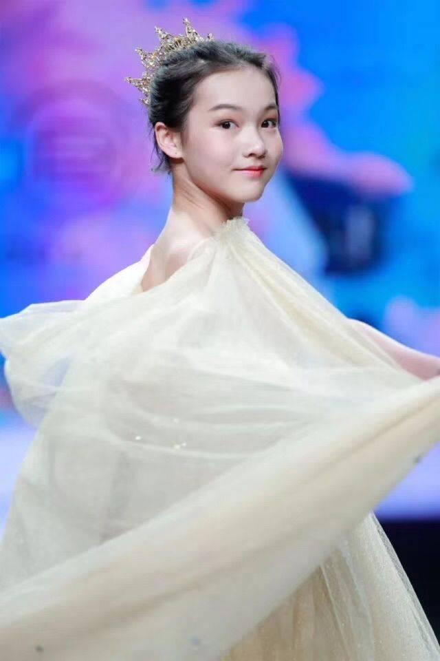 和2017ikmc国际少儿模特大赛幼儿组十佳和最上镜奖,多次拍摄知名杂志