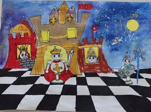 首届幼儿国际象棋主题绘画在东昌府区建设路小学校园内举办了现场展示