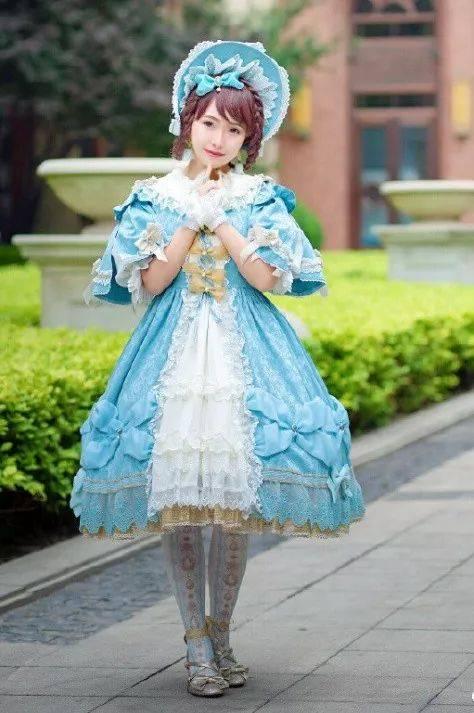 今天我们就来盘点一番音乐相关的lolita设计,静静聆听流淌在裙摆上的