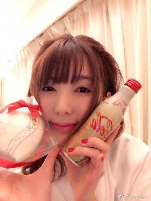 结衣波多野家庭教师裸体_日本女星波多野结衣的日常生活照 来了解一下