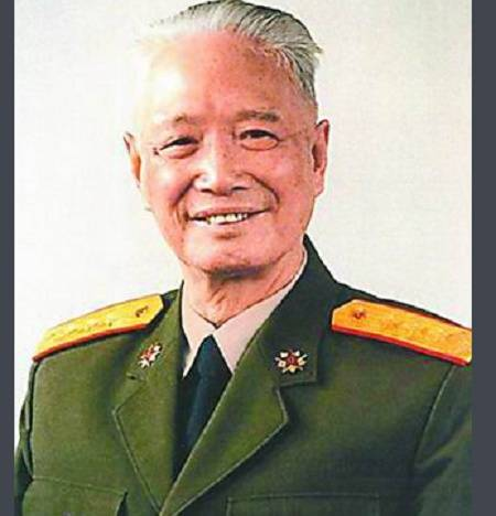 有一位开国中将 他儿辈出了五个将军 其中一个还是上将
