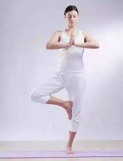 瑜伽塑形我只服它!每天照着做1遍,马甲线和美腿轻松拥有图片