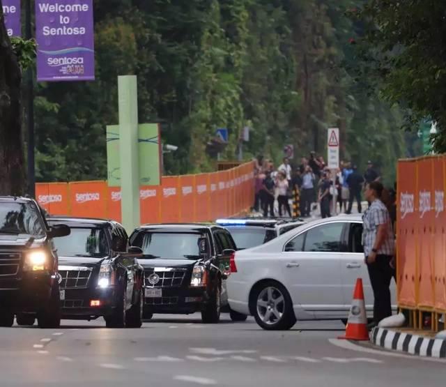 当地时间8:11分,美国总统特朗普车队抵达圣淘沙岛上的嘉佩乐酒店.
