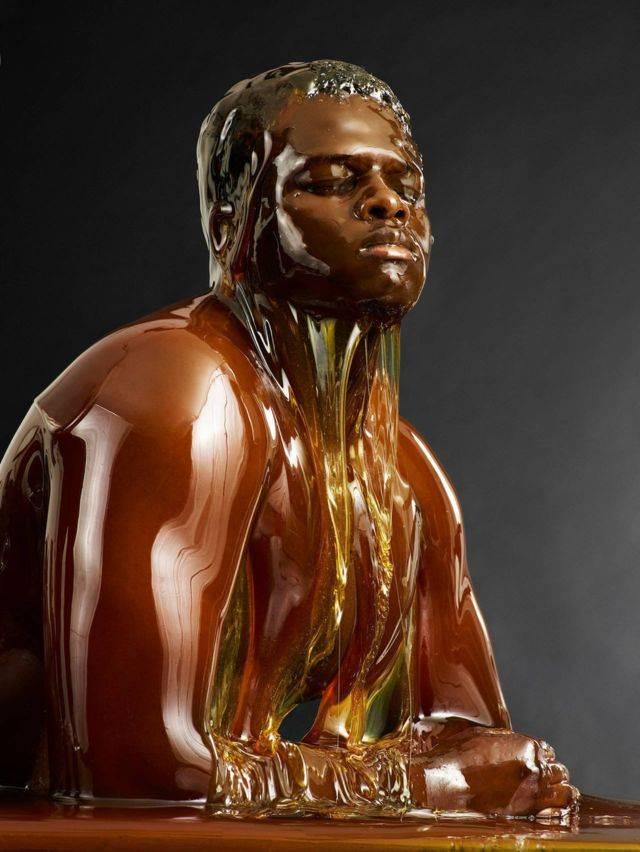黑人外阴人体艺术_蜂蜜浇灌后拍下的人体艺术照!