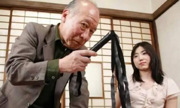 欧美老太太做爱a片_日本一老妇71岁下海拍av直到80岁!她称自己并非为了钱