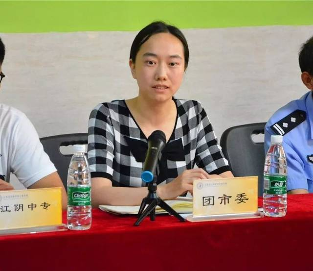 江陰中專學工處尹志軍主任進行了動員講話,強調了禁毒宣傳活動的意義