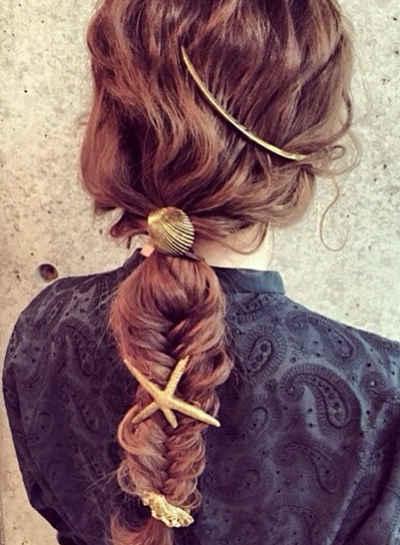 style 2: style 3: 将两边编好的小辫子与剩下的头发一起绑成一个低