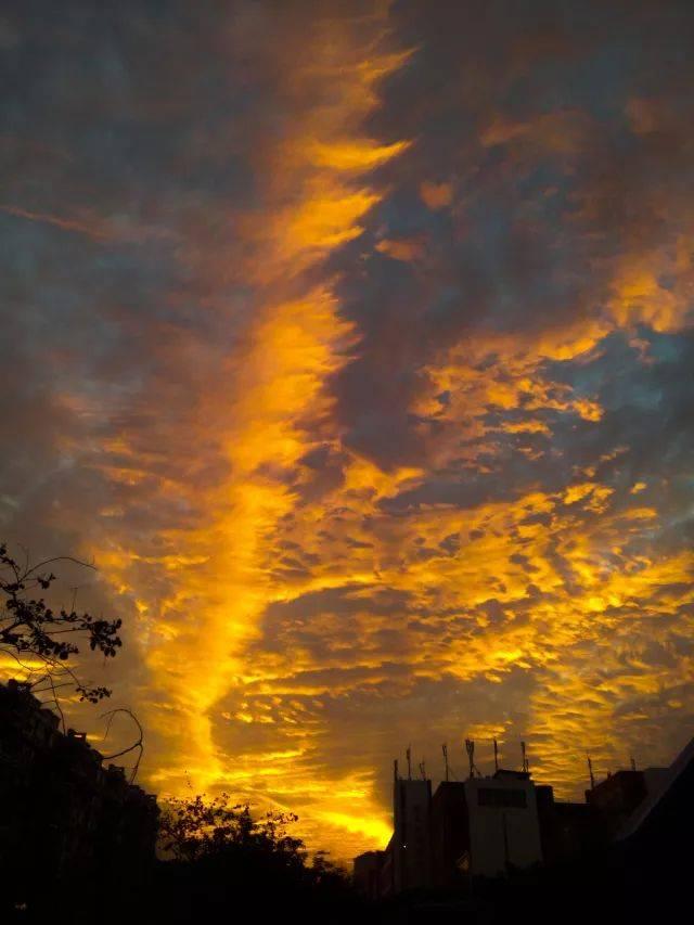背景 壁纸 风景 气候 气象 天空 桌面 640_853 竖版 竖屏 手机