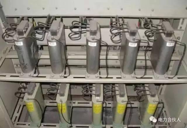电流互感器的接线应遵守串联原则:即一次绕阻应与被测电路串联,而二