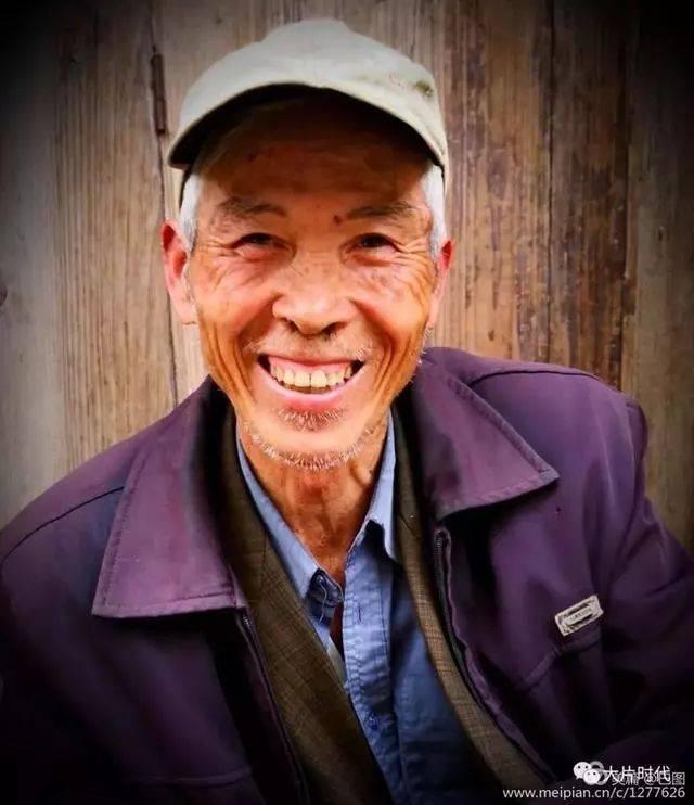 父亲 刘和刚 想想您的背影 我感受了坚韧 抚摸您地双手 我摸到了艰辛
