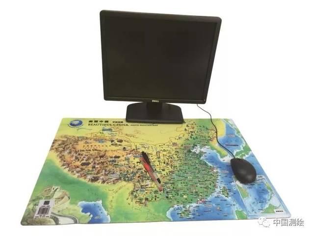 """""""美丽中国""""手绘地图桌垫以中国地图为蓝本,采用水彩手绘的形式对"""