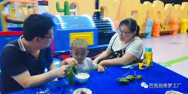 让小朋友在手工制作的活动过程中去了解中国传统节日端午节的由来