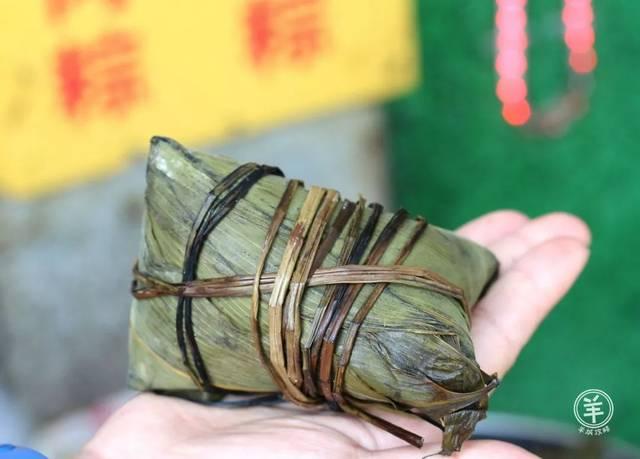"""台山人做的""""白粽""""粉丝偏咸,味道馅料十分多样,有绿豆,花生,猪肉,常用猪杂咸蛋图片"""